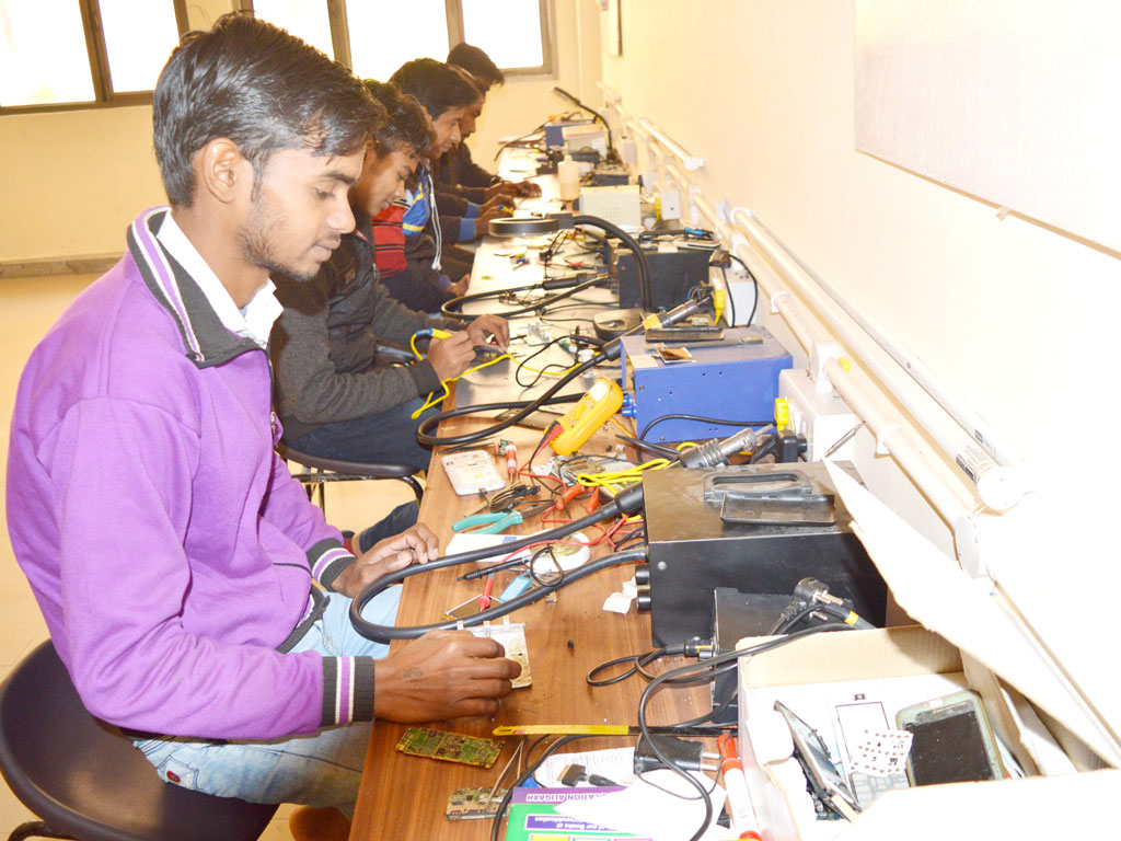 Free Vocational Training in Mobile repair