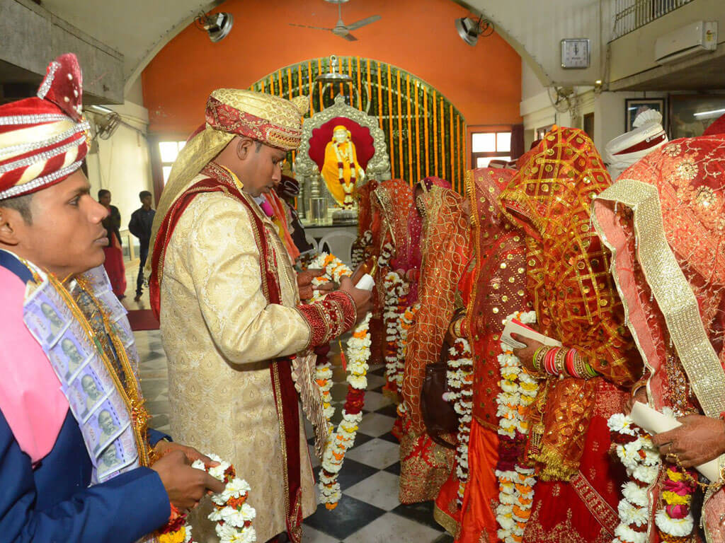 support mass marriages to curb expensive marriages