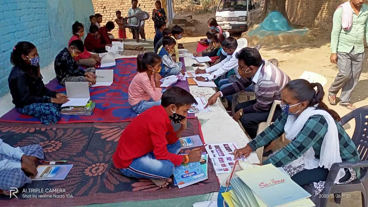 Mobile classroom in Niswara
