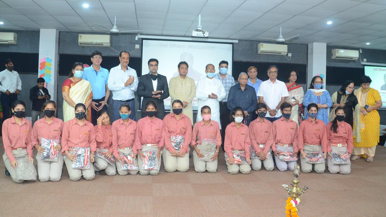 Shri Narender Gupta Hono'ble MLA Distribute Uniform